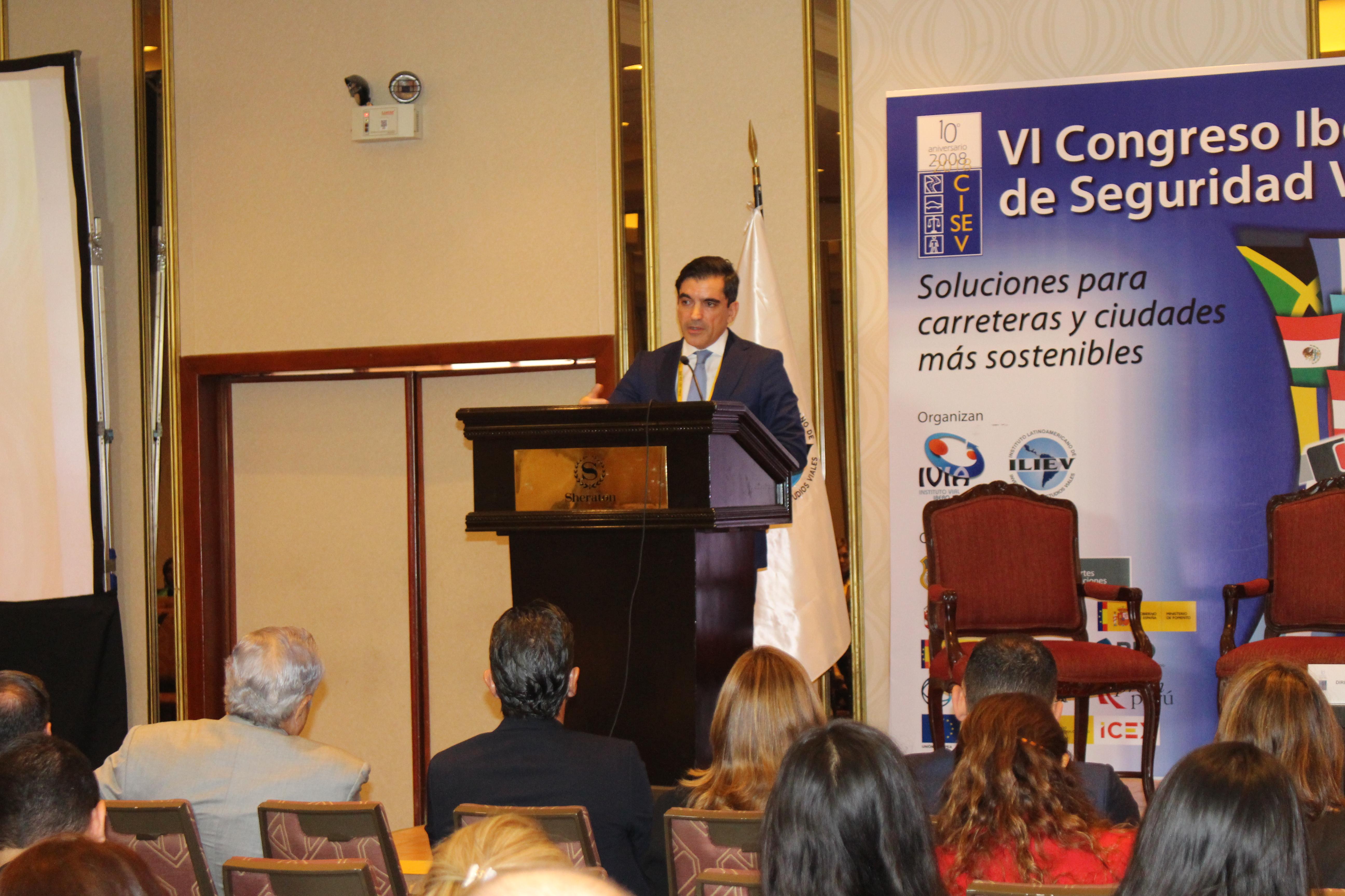 Alvaro Gomez conferencia inaugural - plenaria 2 martes
