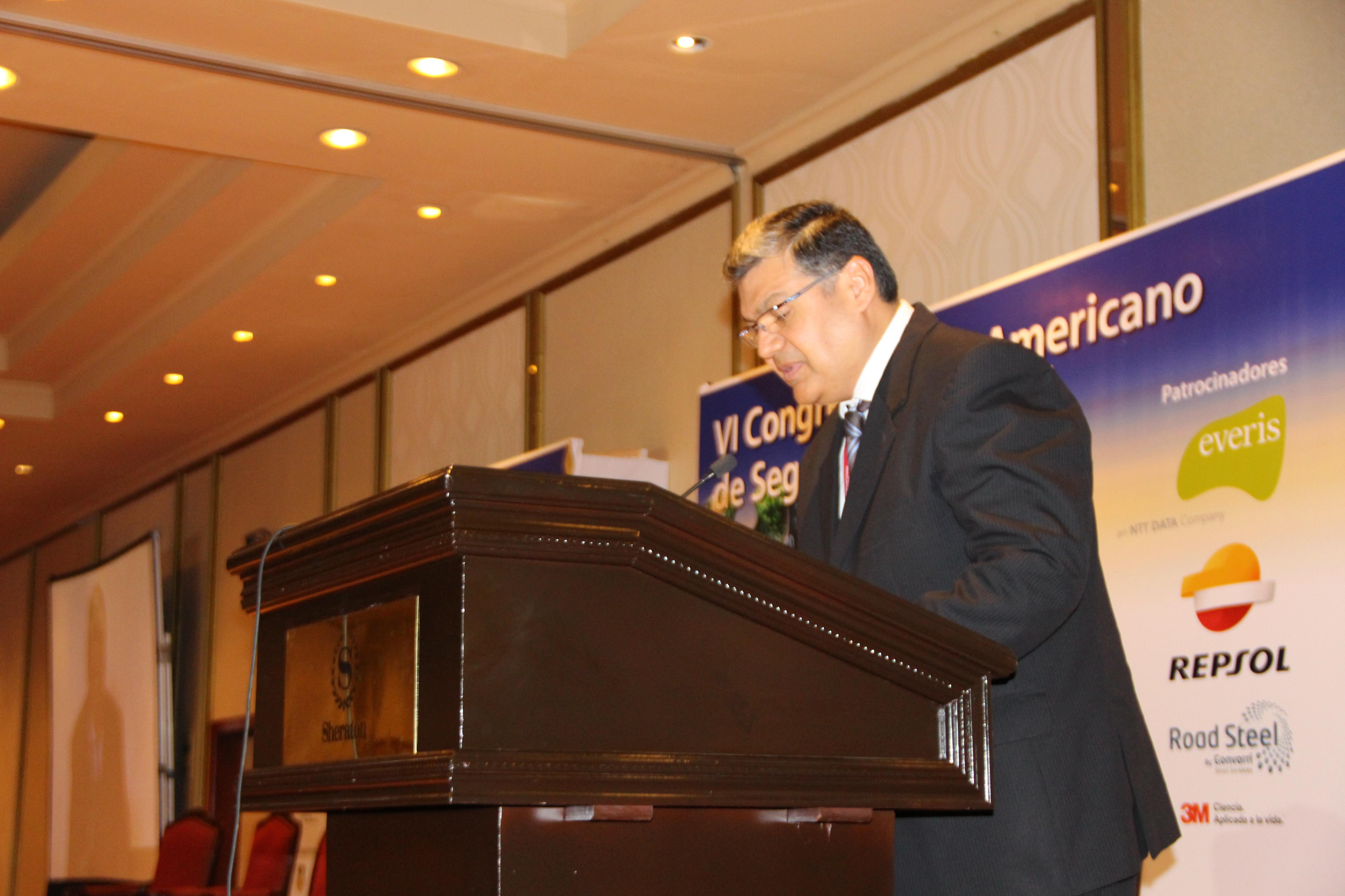 Carlos Lozada_conferencia magistral miercoles